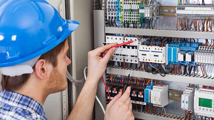 Critical Things To Consider When Hiring An Electrical Contractor For Commercial Needs
